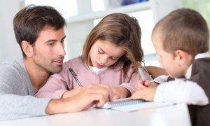 pai-estudando-com-filhos-33479