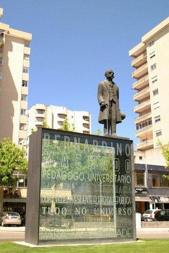 Estátua de Bernardino Machado