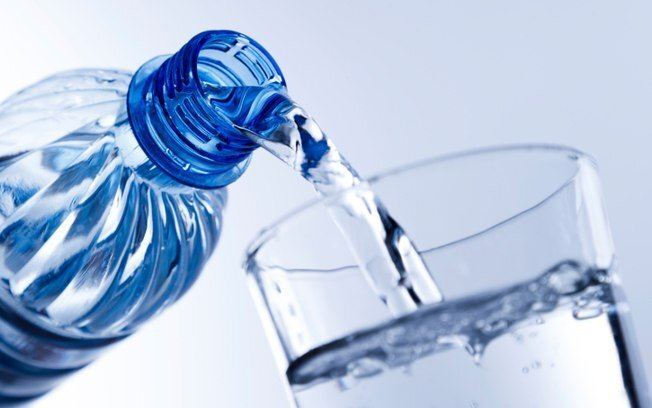 beber-agua-em-jejum